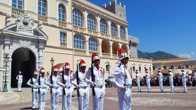 changing-of-the-guard-at-the-Prince's-Palace
